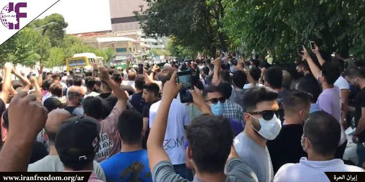 """انتفاضة المواطنين في طهران بشعارات """"الموت للديكتاتور واخجل يا خامنئي وارحل من البلد"""""""